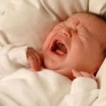 Trẻ sơ sinh bị táo bón phải làm sao?